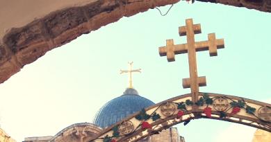 A Cruz da cúpula do Santo Sepulcro