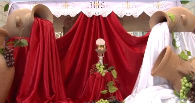 A Custódia recorda o primeiro milagre de Jesus em Caná